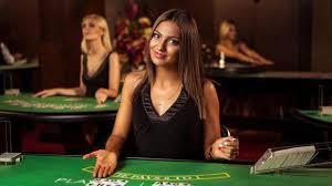 jolie femme croupière casino live